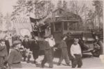Учащиеся школы № 1 на праздничной демонстрации в честь 40-летия Октябрьской революции. 7 ноября 1957 г.