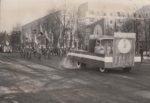 Праздничная демонстрация трудящихся Краснокамска 7 ноября 1985 года на пр. Мира. Головная колонна. Общий вид. Ф.89.Оп.1.Д.199