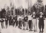 Группа лыжников поселка Краснокамск перед стартом закрытия лыжного сезона. 1937. Ф.140.Оп.1.Д.49