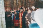 Отец Виктор освещает памятник жертвам политических репрессий. Краснокамск. 2003. Ф.140.Оп.2.Д.224