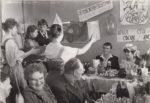 Безалкогольная свадьба. За столом Е.Г. Морикова, пионервожатая средней школы № 2 и А.Ф. Алёшичев, кислотчик Камского бумкомбината. Краснокамск. 1986. Ф.140.Оп.1.Д.670