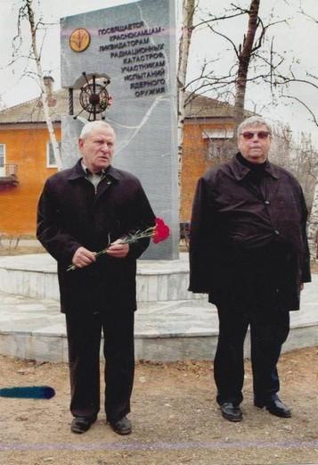 Болдырев А. Г.(слева) на памятных мероприятиях, посвященных памяти героев-чернобыльцев. Фото из личного архива Болдырева А. Г