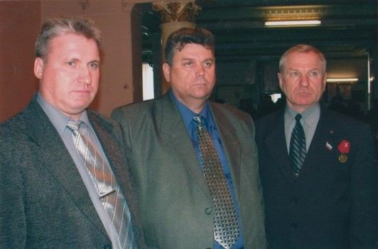 фото из личного архива Болдырева А. Г. Слева направо - Тимофеев Д. П., Ширинкин Г. В., Болдырев А. Г., 2004 г.