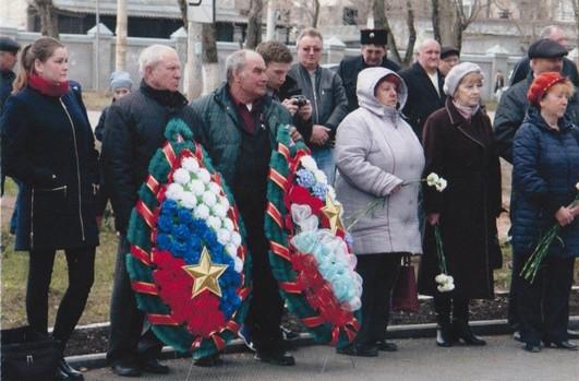 Возложение венков к мемориалу ликвидаторам радиационных катастроф, участникам испытаний ядерного оружия