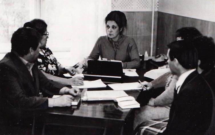 Балабанова А. Д., заместитель начальника управления НГДУ «Краснокамскнефть» проводит совещание, 1985 г. Ф.140.Оп.1.Д.284