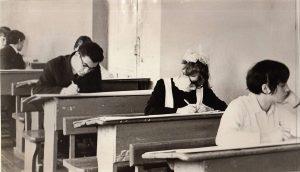 Десятиклассники сдают экзамен Ф.140.Оп.3.Д.27.Л.23