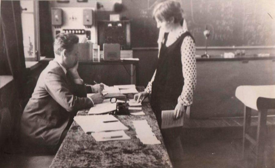 Тянем счастливый билет. Выпускные экзамены в школе № 1 1969 год Ф.140.Оп.3.Д.27.Л.25.