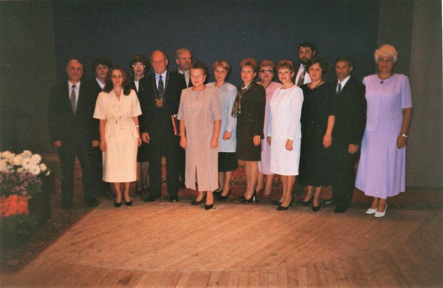 В. М. Ворков (пятый слева) в день вступления в должность главы самоуправления 08.09.2000 г., Ф.140.Оп.1.Д.1422