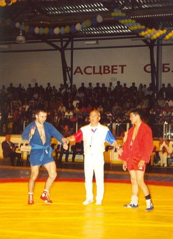 Кубок мира 2002 г. О.Рочев - победитель в весе до 62 кг.  www.krasnokamsk-sambo.ru