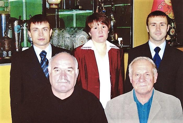 О. Рочев справа во втором ряду, сентябрь 2005 г.  www.krasnokamsk-sambo.ru